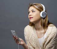 Woman and cellphone Royalty Free Stock Photos