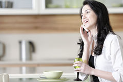 Woman chatting on her mobile phone Royalty Free Stock Photos