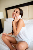 Woman chatting on a mobile smiling with pleasure Royalty Free Stock Photography