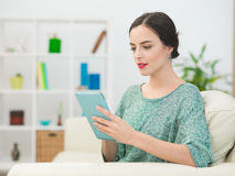 Woman chatting online with friends Royalty Free Stock Photos