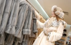 Woman chois fur coat Royalty Free Stock Images