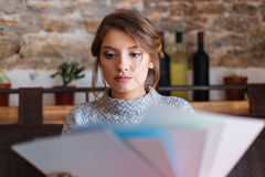 Woman choosing paper for drawing Royalty Free Stock Photos