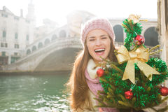 Woman with Christmas tree near Rialto Bridge in Venice, Italy royalty free stock photos