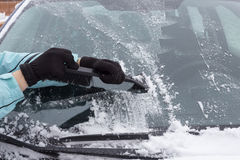 Woman cleaning snow from the car Royalty Free Stock Photography