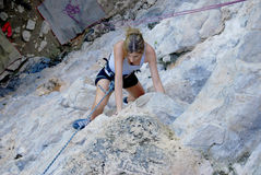 Woman climbing Royalty Free Stock Photography