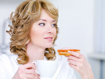 Woman with coffee and sandwich Royalty Free Stock Photography