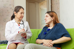 Woman complaining  to doctor about stitch Royalty Free Stock Photos