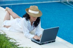 Woman with computer Royalty Free Stock Photos