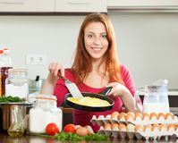 Woman  with cooked scrambled eggs  at home Royalty Free Stock Photos