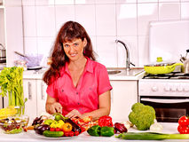 Woman cooking breakfast at kitchen Royalty Free Stock Images