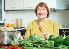 Woman cooking vegetables in domestic kitchen Royalty Free Stock Photos