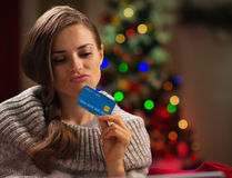 Woman  with credit card in front of Christmas tree Royalty Free Stock Images