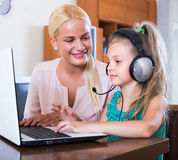 Woman and daughter chatting online Royalty Free Stock Images