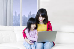 Woman and daughter learn with laptop Royalty Free Stock Photos