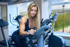 A woman develops a cardio fitness club.  Royalty Free Stock Photos