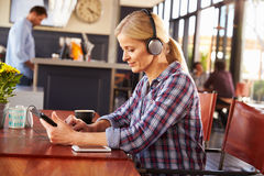 Woman with digital tablet at the coffee shop Royalty Free Stock Images