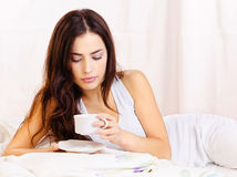 Woman dink coffee in bed Royalty Free Stock Images