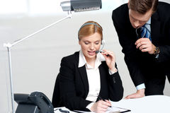 Woman discussing problem with male colleague Royalty Free Stock Images