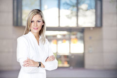Woman doctor with a building Royalty Free Stock Photography