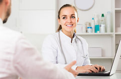 Woman doctor consultation in medicine center Royalty Free Stock Photography
