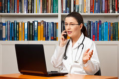 Free Woman Doctor Telephone Computer Talking Royalty Free Stock Photography - 63906387