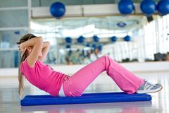 Woman doing abs Royalty Free Stock Images