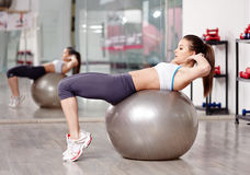 Woman doing abs crunches Royalty Free Stock Photos