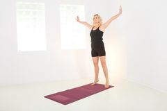 Woman doing exercises Royalty Free Stock Photography