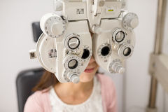 Woman doing eye test Royalty Free Stock Photos
