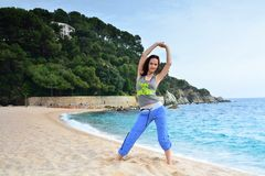 Woman doing fitness exercise on the beach Royalty Free Stock Photos