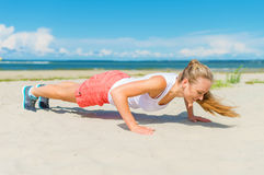 Woman doing push-ups. Royalty Free Stock Photos