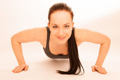 Woman doing push ups in fitness Royalty Free Stock Photography