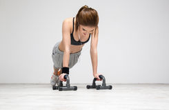 Woman doing push ups at gym Royalty Free Stock Photos