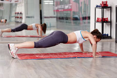 Woman doing push-ups Royalty Free Stock Photos