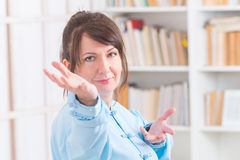 Woman doing qi gong tai chi exercise Royalty Free Stock Photos