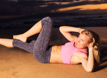 Woman doing sit ups Royalty Free Stock Images