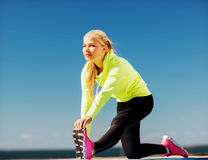 Woman doing sports outdoors Royalty Free Stock Photos