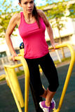 Woman doing tricep dips on a dip stand Royalty Free Stock Photography