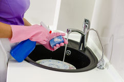 Woman doing the washing up Royalty Free Stock Photos