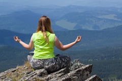 Woman doing yoga at mountain Royalty Free Stock Photography