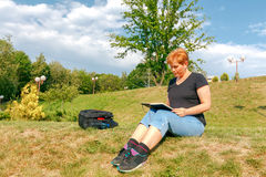 Woman draws in the park. Royalty Free Stock Photos