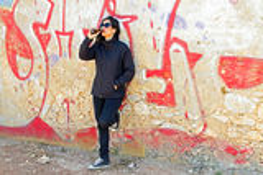 Woman drinking beer at a graffiti wall Royalty Free Stock Photos