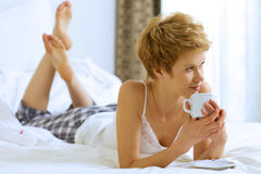 Woman drinking caffee Royalty Free Stock Photos