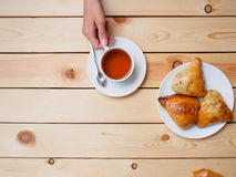 Woman drinking tea with uzbek somsa at the restaurant Stock Photography