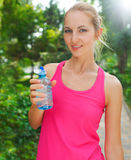Woman drinking water after fitness exercise Royalty Free Stock Photos