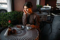 Woman eating delicious chocolate cake in cafe Royalty Free Stock Photography