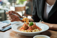 Woman eating spaghetti Royalty Free Stock Photography