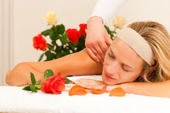 Woman enjoying wellness back massage Royalty Free Stock Photos