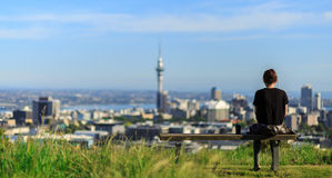 Woman enjoys spectacular morning views of Auckland city Stock Photos