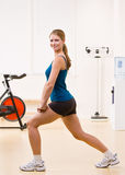 Woman exercising in health club Royalty Free Stock Photography